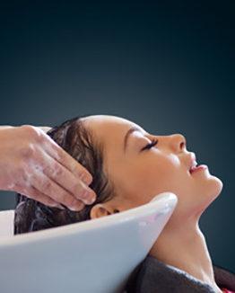 Massaggio al cuoio capelluto
