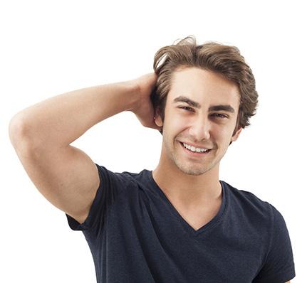 uomo trapianto capelli